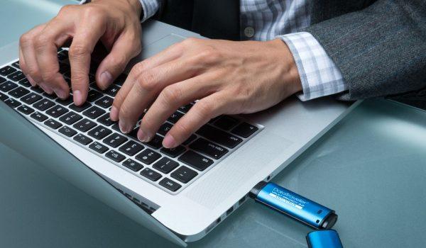 Dtvp30 Dtvpav Usage Hands Laptop